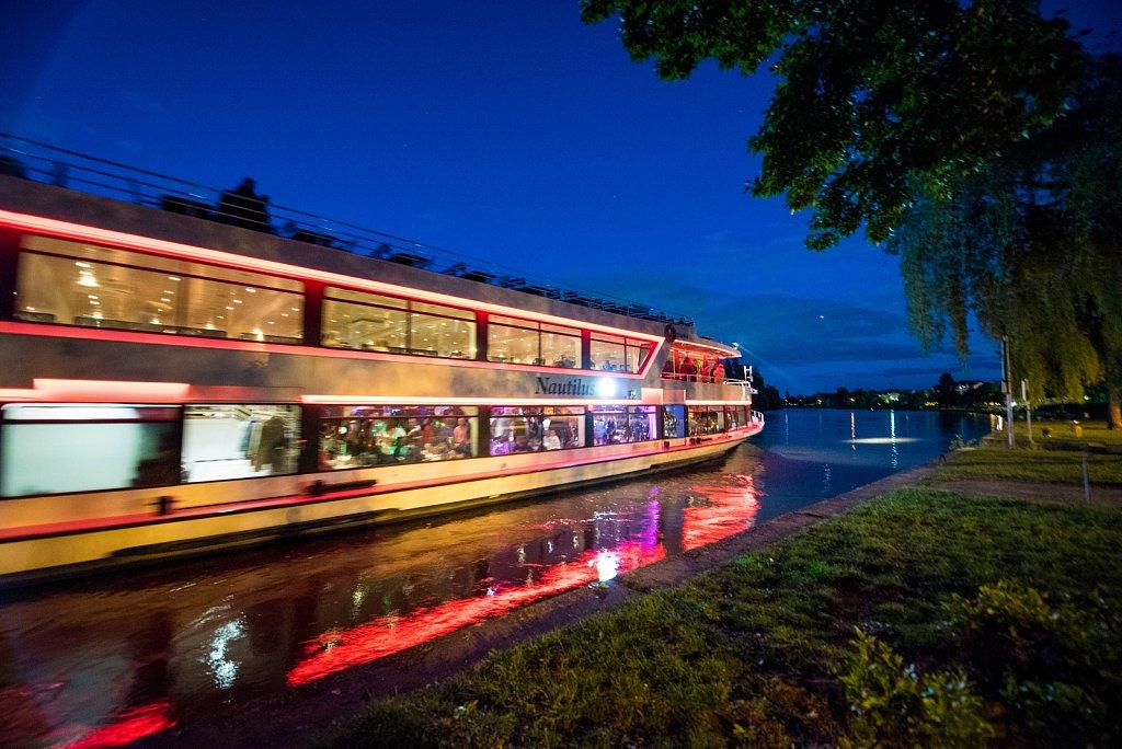 Romantischer Moment am Mainufer mit der Primus Linie.